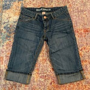 Mossimo mid leg jeans. Size 6